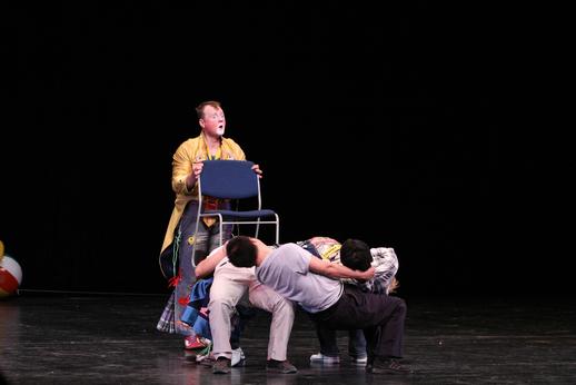 笑设计,这种表演形式深受小朋友们的欢迎,现在表演提线木偶的是乌克兰