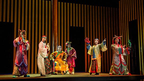 【2015·北京国际戏剧季:香港话剧团话剧《都是龙袍