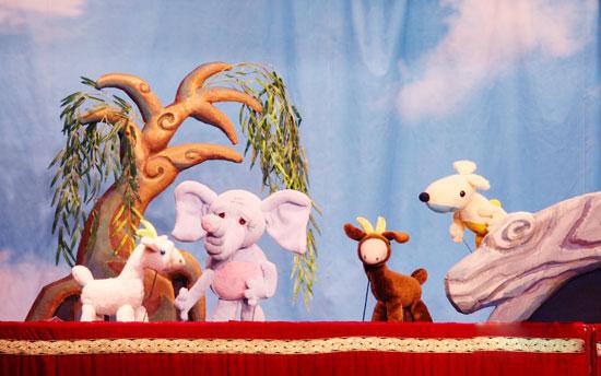 课本剧木偶戏《丑小鸭》《小壁虎借尾巴》《小羊过桥