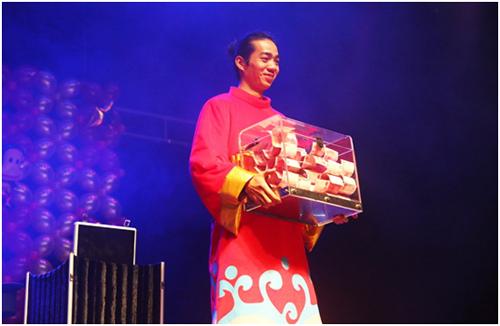 欢乐节日喜庆秀:大头娃娃舞狮子