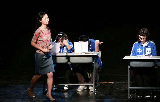课桌上的青春作文_【青春励志剧 《两小无猜:写在课桌上的脸1》】-票虫网